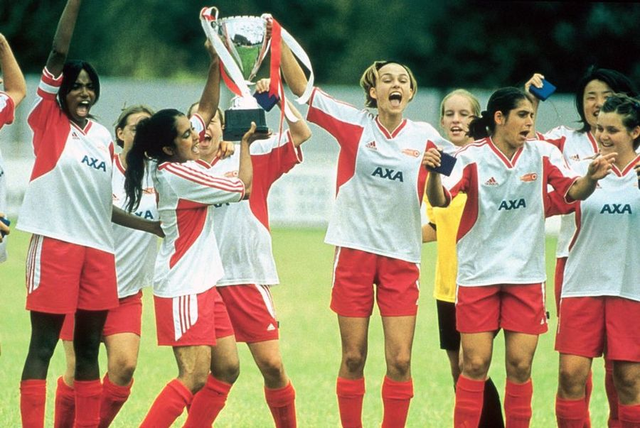 bend it like beckham yr10 english Bend it like beckham is a 2002 british-indian family romantic comedy sports film  produced, written and directed by gurinder chadha, and starring parminder.
