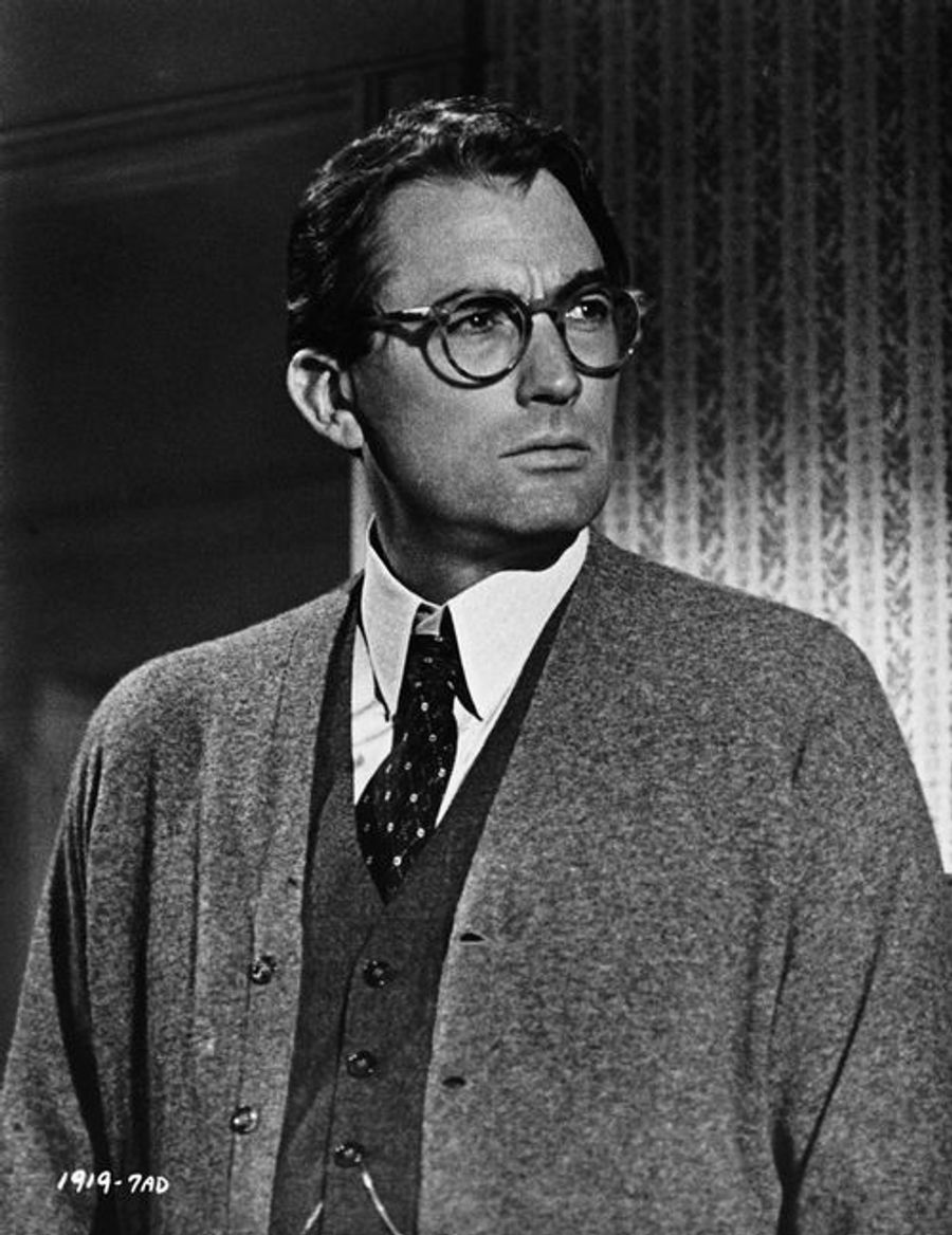 synopsis of to kill a mockingbird Use this cliffsnotes to kill a mockingbird study guide today to ace your next test get free homework help on harper lee's to kill a mockingbird: book summary, chapter summary and analysis, quotes, essays, and character analysis courtesy of cliffsnotes.